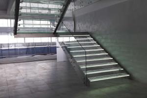 Лестницы со стеклом и нержавеющей сталью